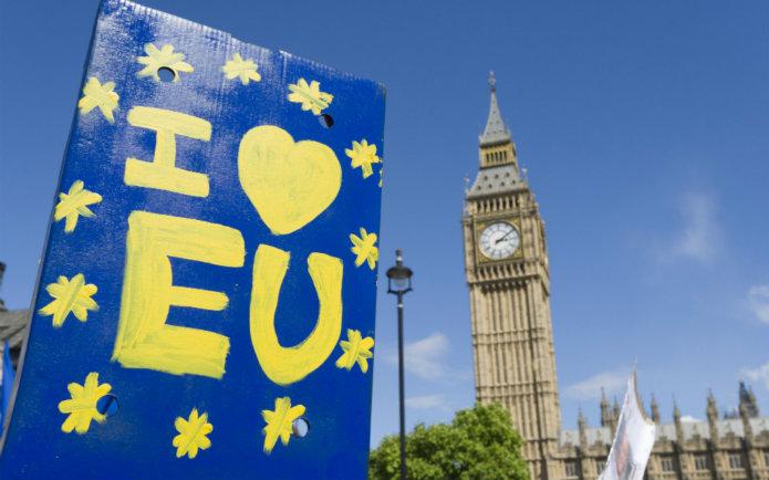 """Photograph of an """"I love EU"""" sign beside Big Ben"""